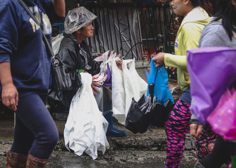 BAGUIO. Plastic sando bags are still sold and bought at Baguio City's wet market despite the implementation of a full plastic ban. The city is set to intensify implementation of the law which imposes a total ban on styrofoam and plastic materials. (Jean Nicole Cortes)