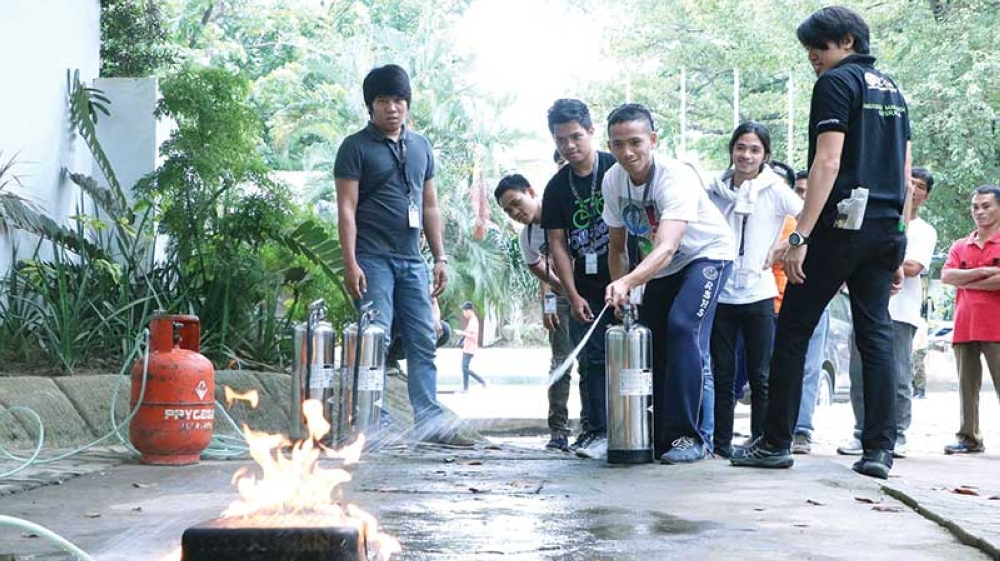 DISASTER PREPAREDNESS CARAVAN. Students learn how to put out a fire during the TNT Tropang Ready disaster preparedness caravan. (Contributed photo)