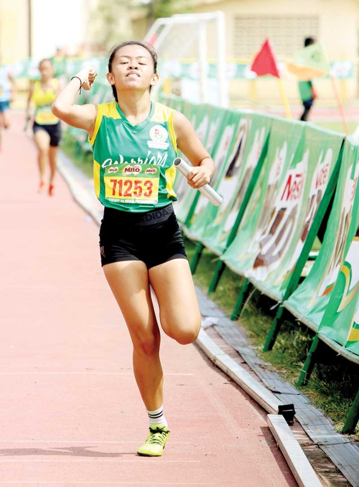 UPGRADE NEEDED.  Arvin Loberanis, the father of talented Mary Joy Loberanis, said he hopes there will be more training and seminars for coaches in track and field in the grassroots level. (SunStar photo/Alex Badayos)