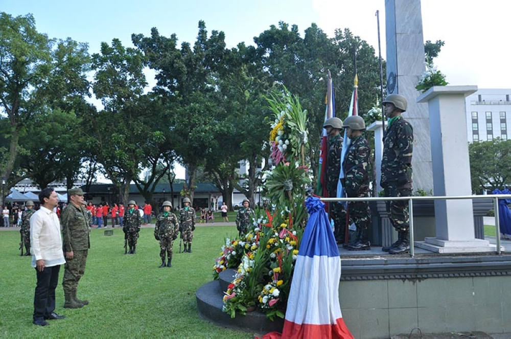 Negros Occidental Board Member Valentino Miguel Alonso and Lt. Col. Emelito Thaddeus Logan of the 79th Infantry Battalion during the wreath-laying ceremony at the WWII Veterans monument at the Provincial Capitol Park and Lagoon during the 73rd Negros Island Victory Day celebration. (Contributed Photo)