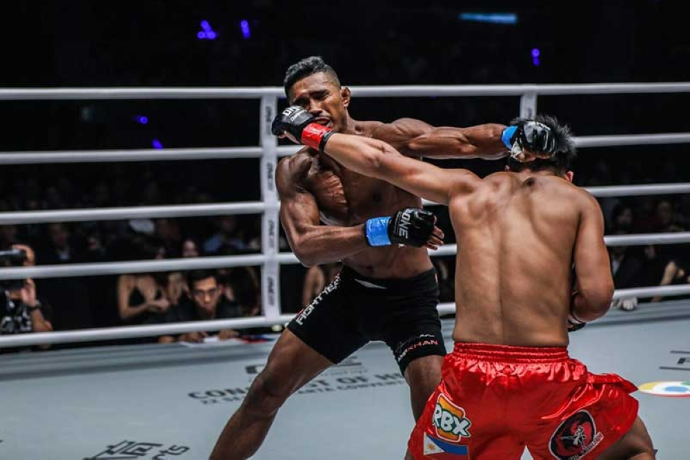 BAGUIO. Amir Khan and Honorio Banario exchange strikes in the early round of their three round lightweight match in One Championship's Beyond the Horizon. Khan stopped Banario with a first round submission.  (One Championship photo)