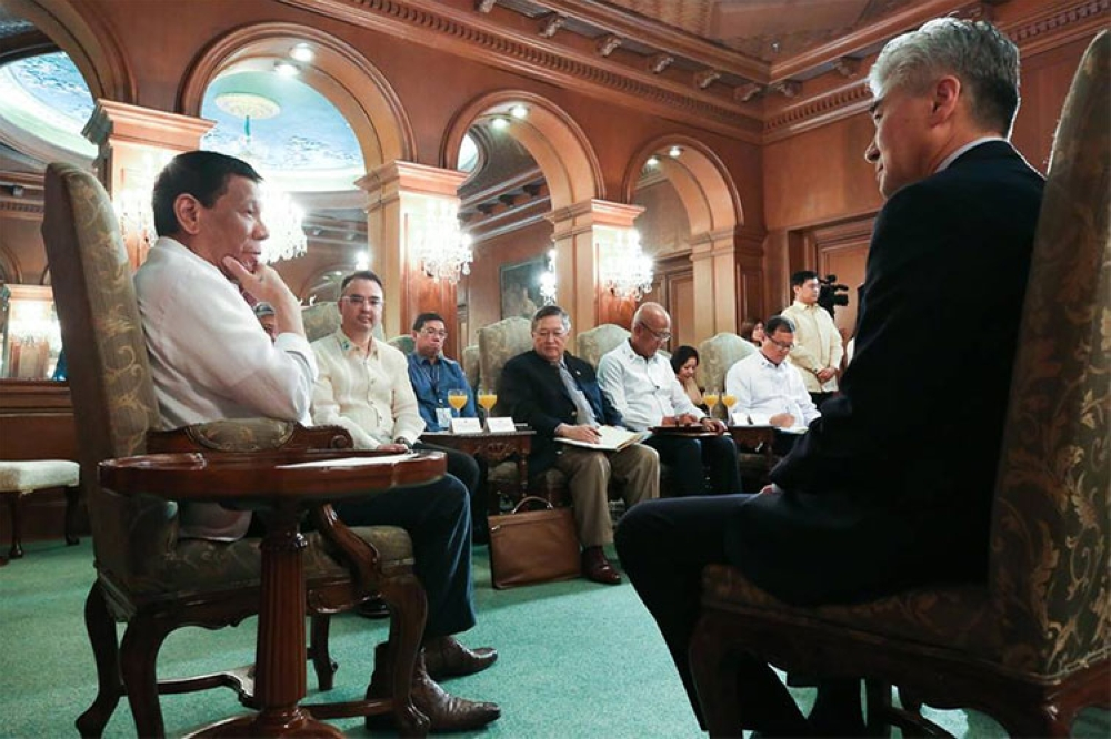 MANILA. President Rodrigo Duterte discussed some issues with US Ambassador to the Philippines Sung Kim who paid a courtesy call on the President at the Malacañan Palace on September 12, 2018. (Photo from Presidential Communications' Facebook page)