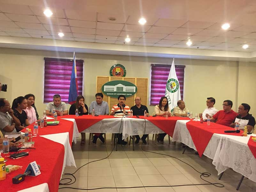 BACOLOD. Bacolod City officials led by Mayor Evelio Leonardia in a press conference Thursday. (Merlinda Pedrosa)