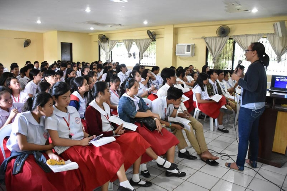 BACOLOD. City Population Office-OIC Ernie Asoy talks about teenage pregnancy at Domingo Lacson National High School in Barangay 12 recently. (Photo courtesy of City Population Office)