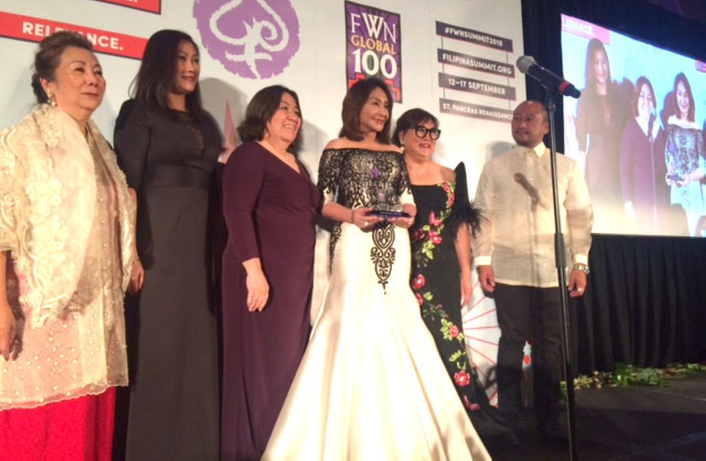 LONDON. Cebu Representative Gwendolyn Garcia (3rd from right) receives the 2018 Nicole Award, the highest award given by the Filipina Women's Network (FWN) during the 15th FWN Filipina Leadership Global Summit in London. She was joined by other Filipina women leaders, including SunStar Management president Gina Atienza (3rd from left). (Contributed photo)
