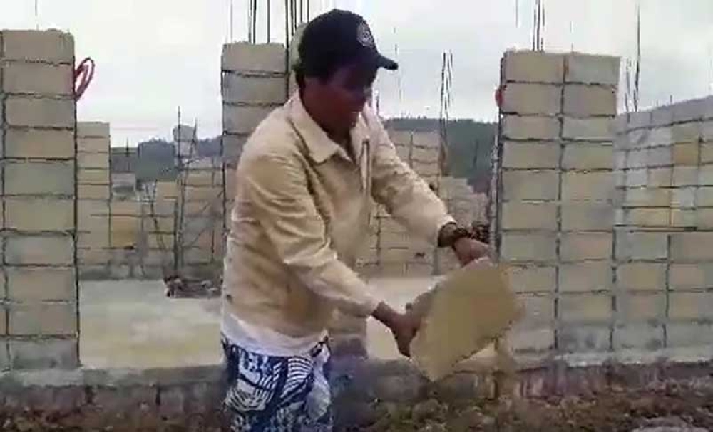 ORMOC. A construction worker shows a 'substandard' hollow block allegedly used in a permanent resettlement site for the 2017 earthquake victims in Barangay Gaas, Ormoc City. (Screenshot from a contributed video on the alleged substandard housing materials)