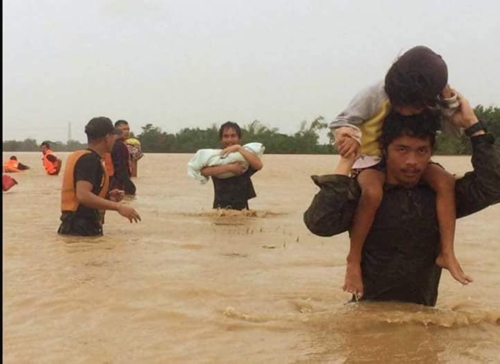 BULACAN. The First Scout Ranger Regiment Rescue Operation in San Miguel, Bulacan at the height of intense rains caused by Typhoon Ompong. (Photo courtesy of AFP-Nolcom)