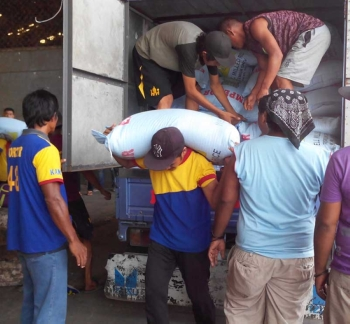 ZAMBOANGA. Port workers unload from a truck the alleged smuggled rice seized by the National Bureau of Investigation in a private wharf in Zamboanga City. (Bong Garcia)