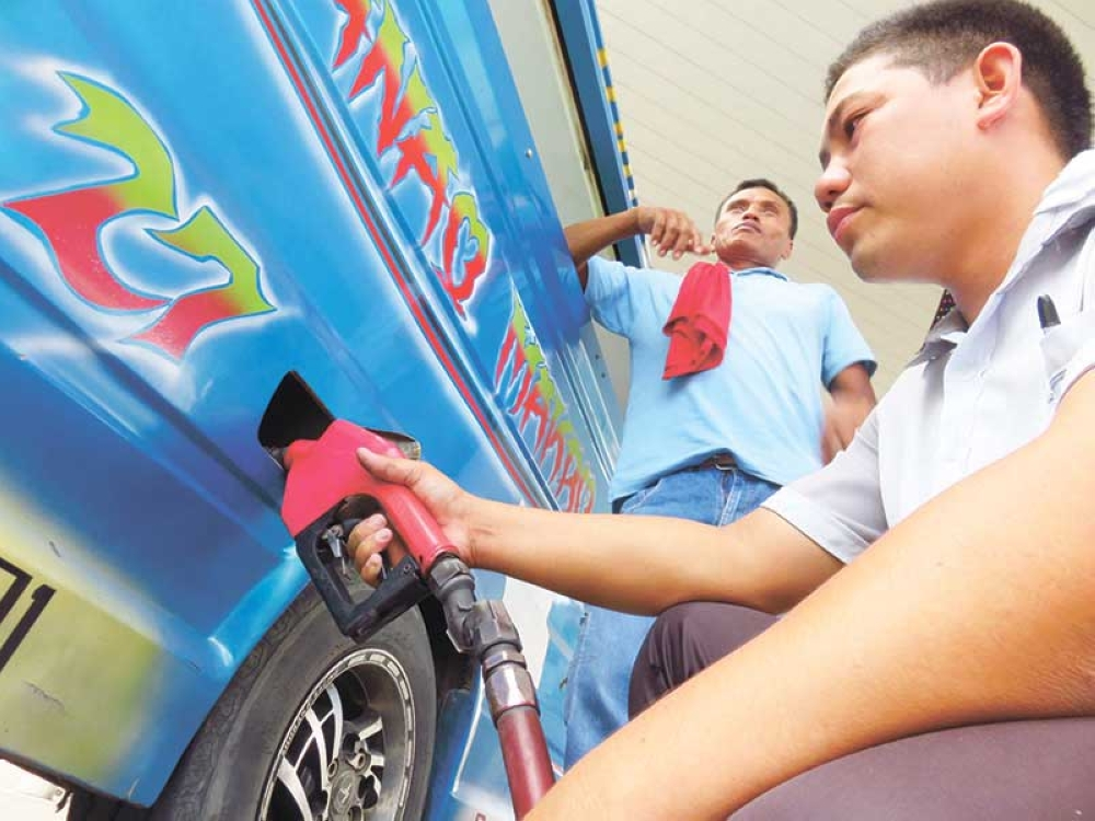 GAS UP. DTI 7 says only few products have increased their prices the past weeks, but doesn't mention if fuel prices are among them. (SunStar photo/Allan Cuizon)