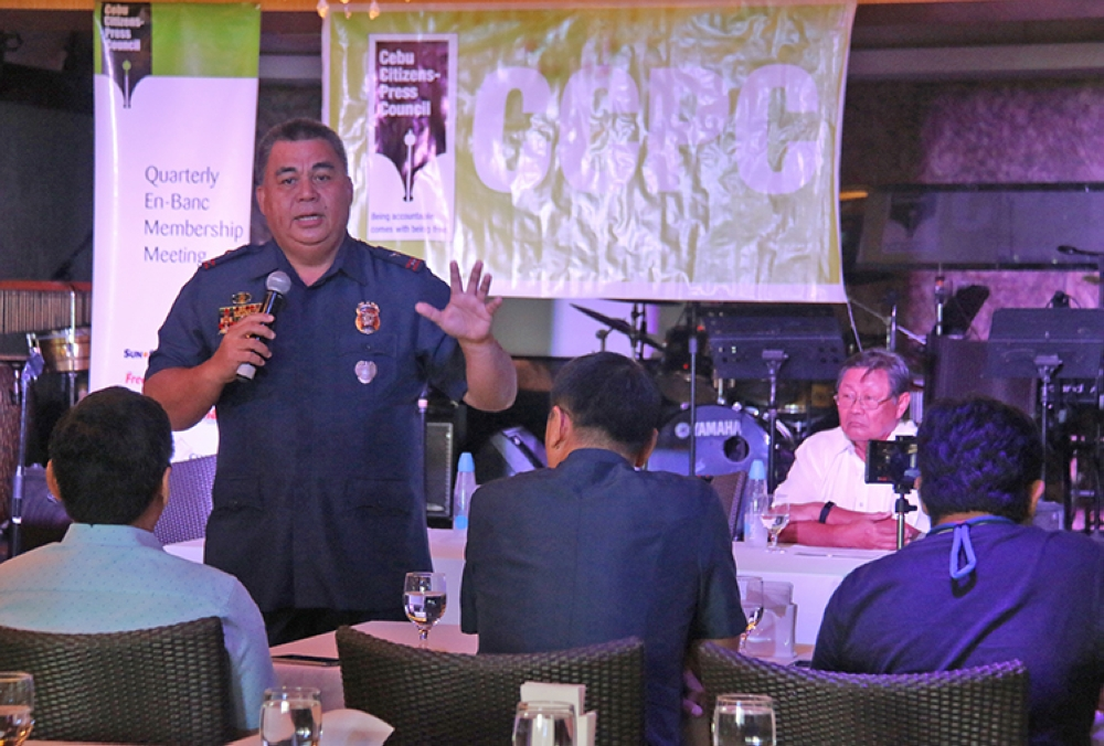 Police, journalists. Police Regional Office 7 Director Debold Sinas (with microphone) answers questions from members of the Cebu Citizens-Press Council during its 48th quarterly meeting en banc at Adnama, Mandaue City. Among the topics raised during the forum is the safety of journalists in Central Visayas. (SunStar Foto /  Alex Badayos)