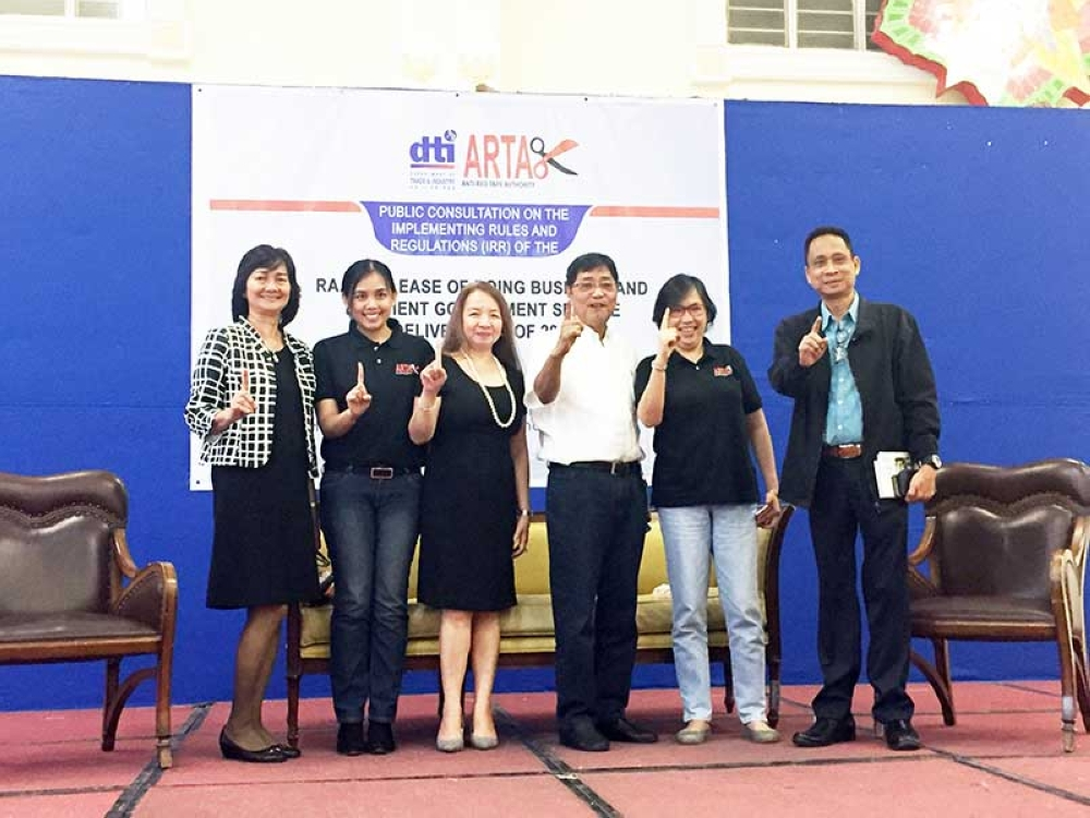 PAMPANGA. (L-R) DTI-Central Luzon Assistant Regional Director Zorina Aldana, CSC-Central Luzon Counsel Jamahlin Escalona, CSC Director Luisa Agamata, Mayor Edwin Santiago, DTI Assistant Secretary Mary Jean Pacheco and CSC-3's Nelson Sarmiento flash the