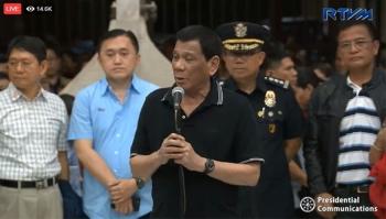 CEBU. President Rodrigo Duterte talks to the victims of the landslide in the City of Naga, Cebu, on Friday, September 21, 2018. (Screenshot from RTVM video)