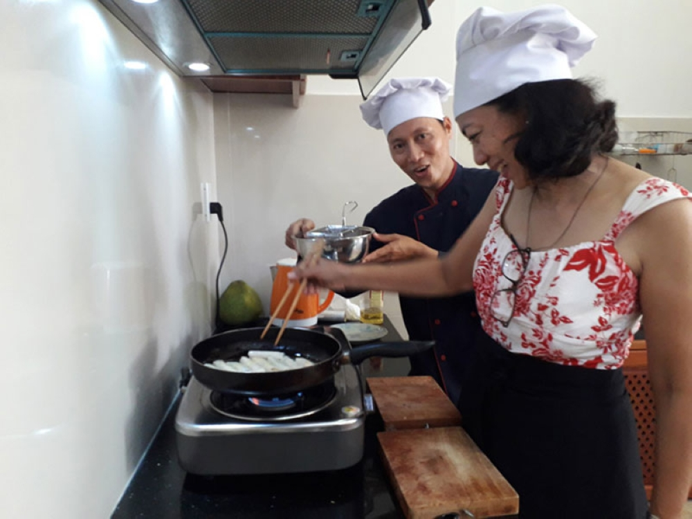 BACOLOD. Assistant cook to Trip Advisor-recommended Chef Danny. (Betsy Gazo)