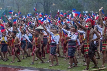 BAGUIO. The Batang Pinoy National Championship ended on September 21. Despite the rain, the closing ceremony pushed through with a spectacular performance from Saint Louis University students. (Photo by Jean Nicole Cortes)