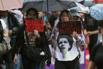 BAGUIO. Protesters, mostly students, on Friday, September 21, called for the ouster of President Rodrigo Duterte as Baguio joined the observance of the declaration of Martial Law 46 years ago. Protesters braved the Friday showers to air their grievances against the administration. (Photo by Jean Nicole Cortes)