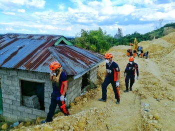 CEBU. Members of the Bureau of Fire Protection help in the search and rescue operations for victims of the massive landslide in the City of Naga. (Alex Badayos)