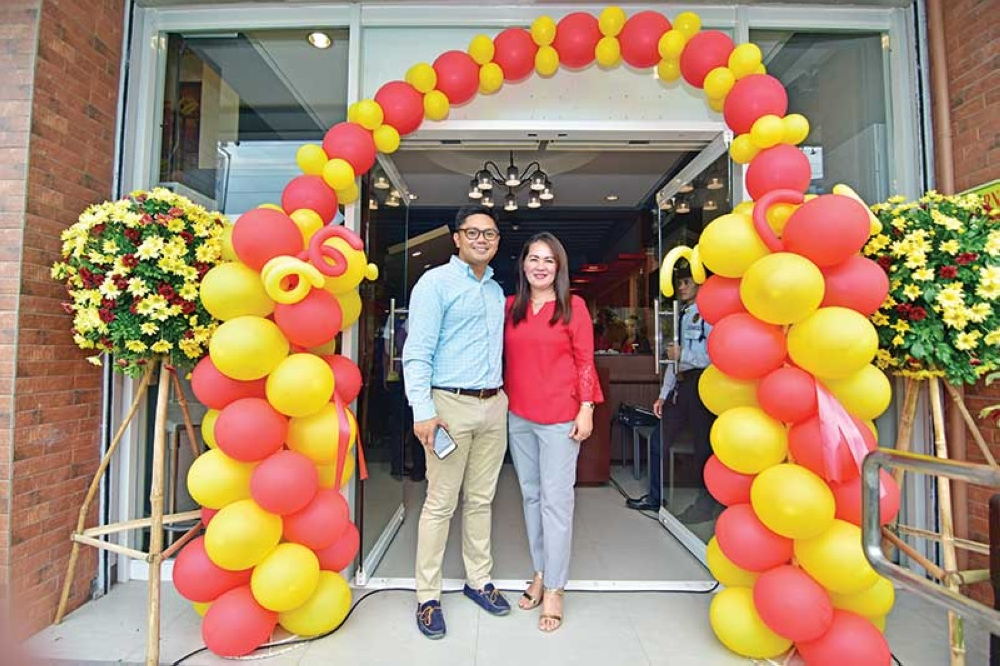 DAVAO. New Davao Famous owners, Anthony Jason Li and his mother, Mariantoinnette Li. (Photo by Macky Lim and Reuel John Lumawag)