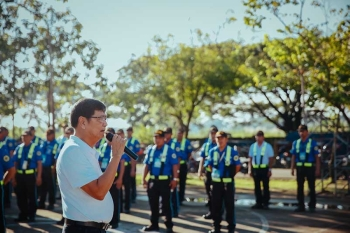 SAN FERNANDO. Mayor Edwin 'EdSa' Santiago delivers his inspiring and motivational message to the traffic enforcers and city marshals during the general inspection in ranks recently at the Heroes Hall. (CSF-CIO)