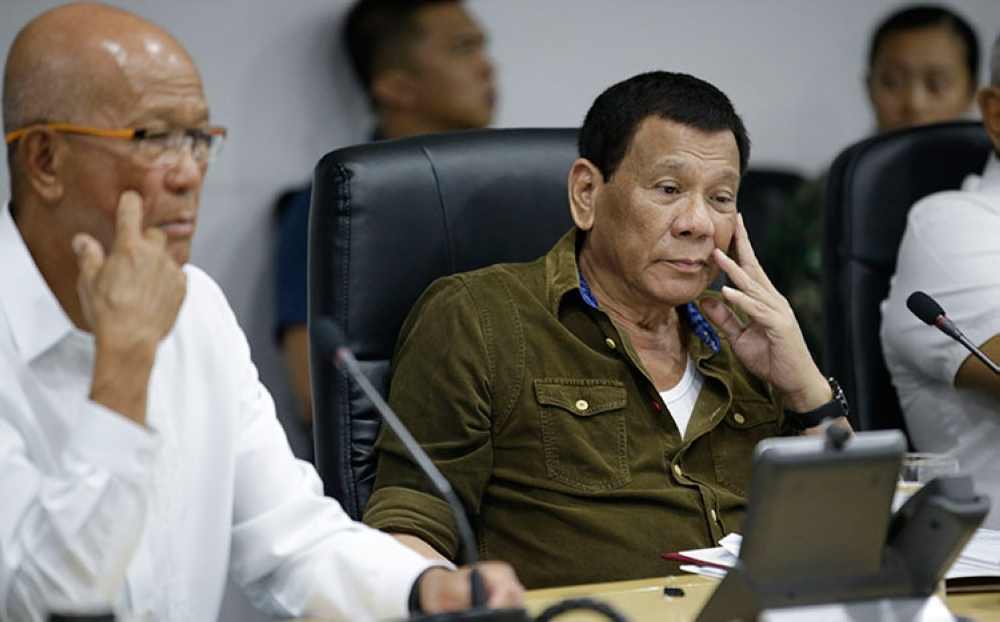 MANILA. In this file photo, President Rodrigo Duterte (center) and Philippine Defense Secretary Delfin Lorenzana (left) attend a command conference on Typhoon Ompong at the National Disaster Risk Reduction and Management Council operations center in Manila on September 13, 2018. (AP)