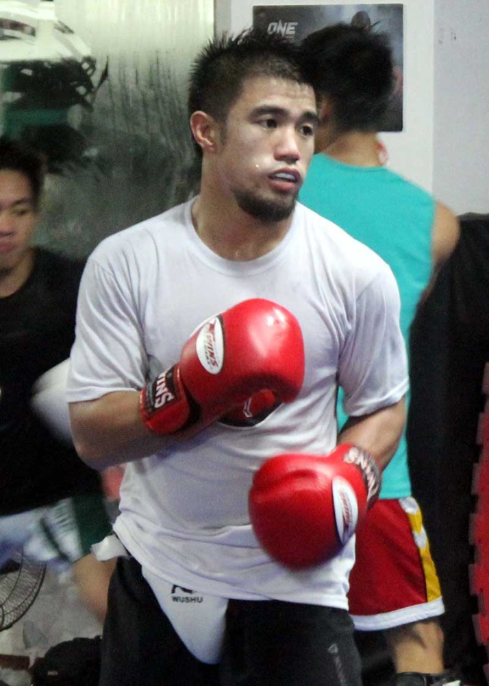 BAGUIO. Team Lakay's Jon Chris Corton continue his winning streak after his unanimous decision win against Bahrain's Hussain Ayyad in the undercard of Brave CF 16. (Photo by Roderick Osis)