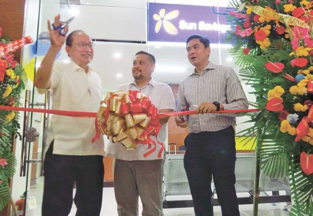 NEW BRANCH. (Left to right) Sun Savings Bank president and chief executive officer Francisco Dizon, Danao City Vice Mayor Thomas Mark Durano and Sun Savings Treasurer Augusto Gonzalez officially open the Danao City branch. (SunStar photo/Allan Cuizon)