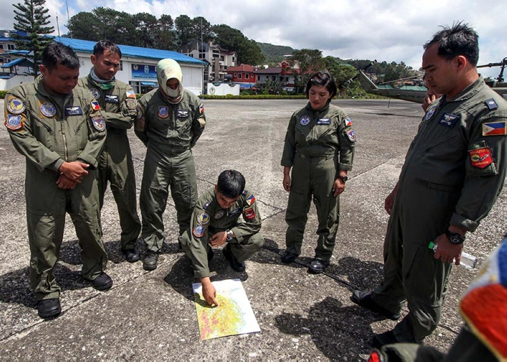BAGUIO. Men and women of the Philippine Air Force through its Tactical Operations Group 1 under Lieutenant Colonel Ronnie Cabingas plan their strategy in sending relief to isolated sitios in Benguet and Nueva Vizcaya. (Jean Nicole Cortes)