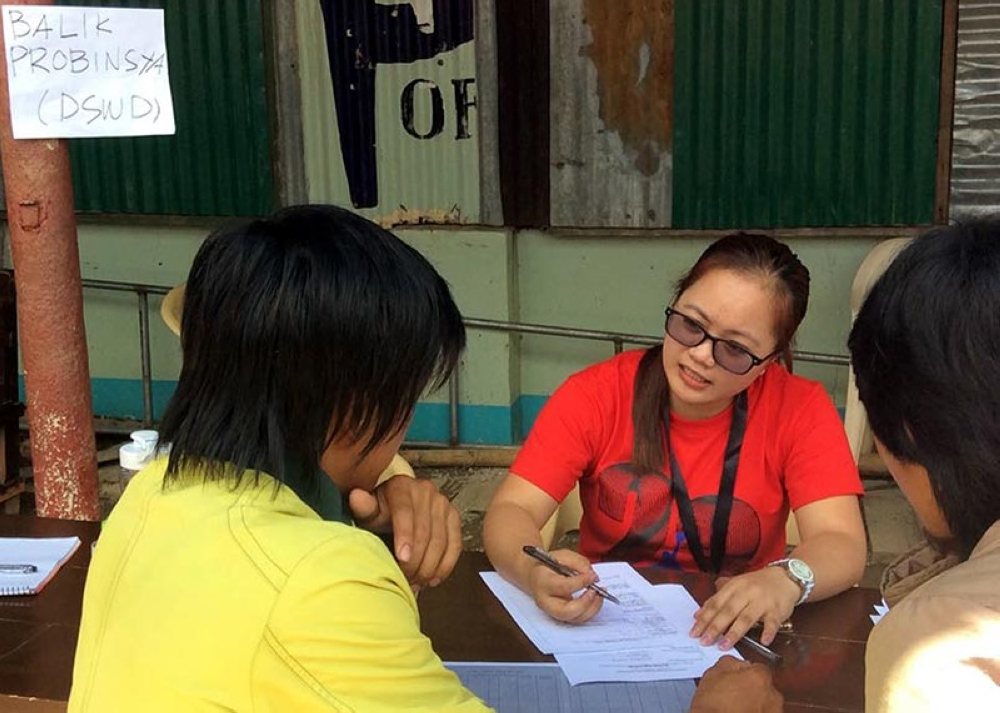 BAGUIO. Personnel from the Department of Social Welfare and Development interview evacuees from level 070 Ucab, Itogon Benguet who wanted to return to their provinces. The residents will be assisted by the government under various livelihood programs. (Jonathan Llanes)