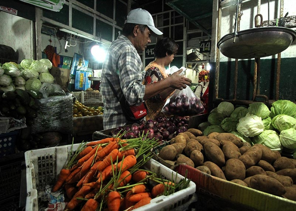 BAGUIO. As supply continues to flood the market, prices of highland vegetables at the Baguio City public market stabilize. (Photo by Jean Nicole Cortes)