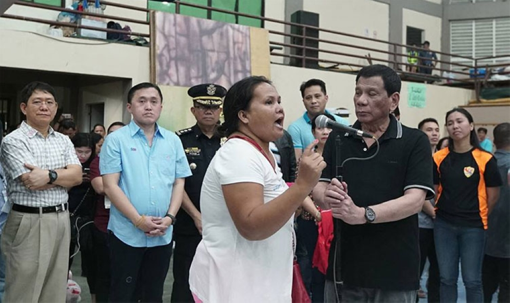 CEBU. President Rodrigo Duterte gives an opportunity to Sheila Aballe, one of the landslide victims in the City of Naga, Cebu, to voice out her concern. (Presidential Communications photo)