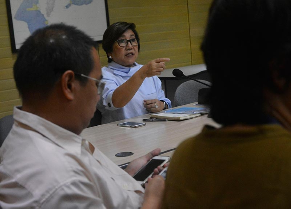 INTER-AGENCY. Department of Trade and Industry 7 Director Asteria Caberte presides over a meeting with other government agencies as they celebrate Consumer Welfare Month. (SunStar photo / Amper Campaña)