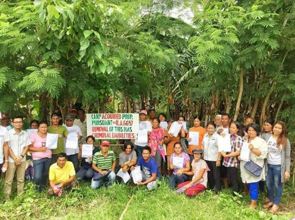 The newly-installed agrarian reform beneficiaries at Barangay Banquerohan in Cadiz City. (Contributed Photo)