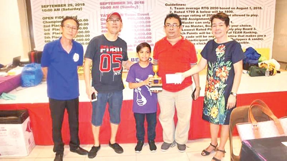LITTLE CHAMP. Wesley Jovan Magbanua receives his trophy from organizer lawyer Jong Guevarra at the close of the 6th Atty. Jong Guevarra Cup Mindanao Chess Festival held at the Food Hall of Gaisano Mall of Toril, Davao City. (Contributed photo)