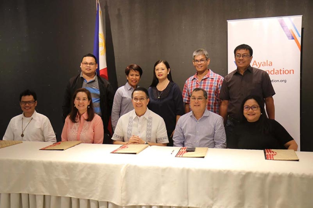 Bago City officials led by Mayor Nicholas Yulo and Ayala Foundation Inc. represented by senior directorJoanna Maria Duarte, president Ruel Maranan and Visayas lead senior manager Dino Rey Abellanosa ink agreement on youth and educators empowerment in Makati City on September 26. (Contributed photo)