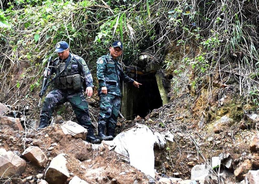 ANTI MINING. Personnel from the Itogon Municipal Police Station led by Senior Inspector Heherson Zambale inspects tunnels used by small scale miners at Sitio First Gate in Itogon, Benguet following the implementation of the halt in operation of the Small Scale Mining. (Redjie Melvic Cawis)
