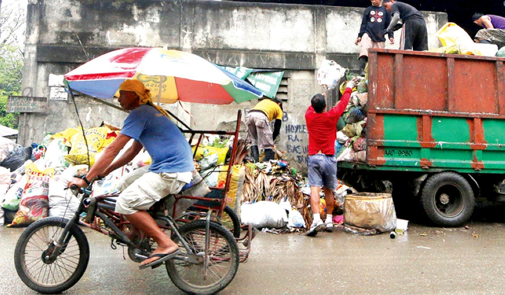 City Hall rents 21 trucks to collect garbage