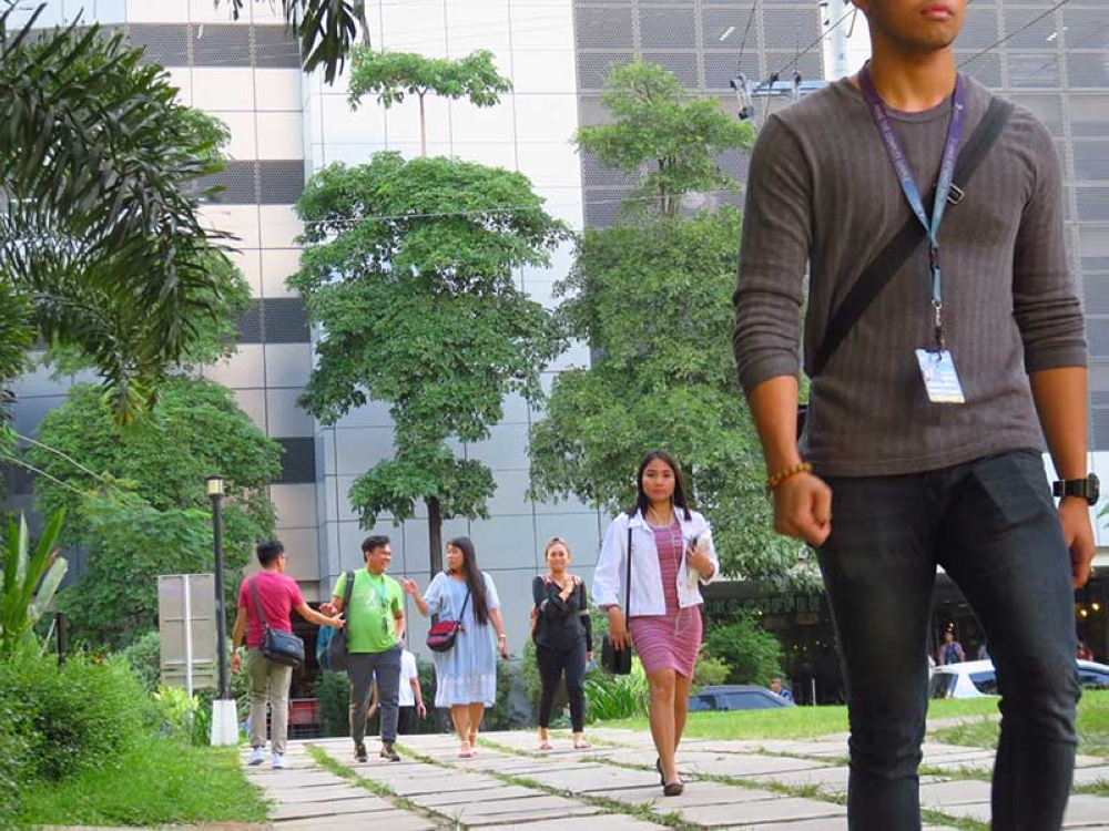 JOB GENERATOR. The quality and skills of Cebu City's workers contributed to its improvement in the Tholons Services Globalization Index Top 100 Super Cities. (SunStar photo/Allan Cuizon)