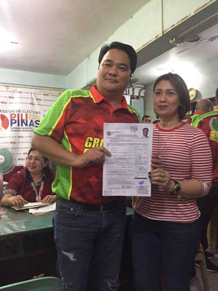 BACOLOD. Reelectionist Bacolod City Representative Greg Gasataya with wife Maita. (Merlinda Pedrosa)