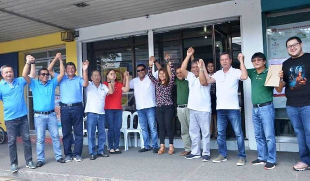 BACOLOD. Members of United Negros Alliance led by Governor Alfredo Marañon Jr. join Fourth District Representative Juliet Ferrer when she filed her certificate of candidacy at the Comelec provincial office in Bacolod City on Thursday. (Contributed photo)