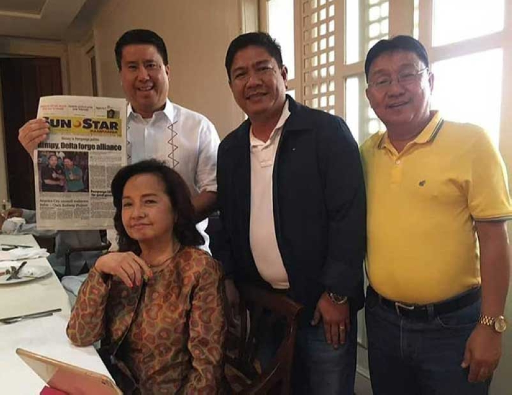 "PAMPANGA. House Speaker Gloria Macapagal Arroyo shows her approval on the political unity between the Pinedas and Bondocs for the betterment of the province. Photo shows Fourth District Congressman Juan Pablo ""Rimpy"" Bondoc holding a copy of SunStar Pampanga together with Sto. Tomas Mayor John Sambo and former Board Member Nestor Tolentino at the Speaker's Lounge, House of Representatives, Quezon City on Monday. (Contributed Photo)"