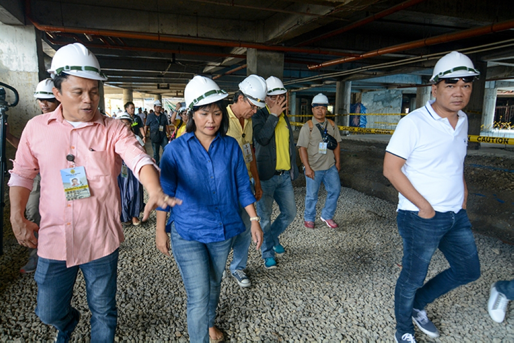 Hospital check. Mary Ann de los Santos (center) inspects the progress of the construction of the Cebu City Medical Center. (SunStar Foto / Arni Aclao)