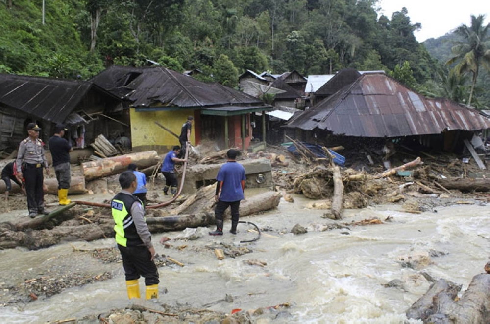 INDONESIA. Rescuers search for victims following a flash flood in Mandailing Natal district, North Sumatra, Indonesia, Saturday, October 13, 2018. Torrential rains triggered flash floods and landslides on the Indonesian island of Sumatra, killing a number of children at a devastated school. (AP Photo)