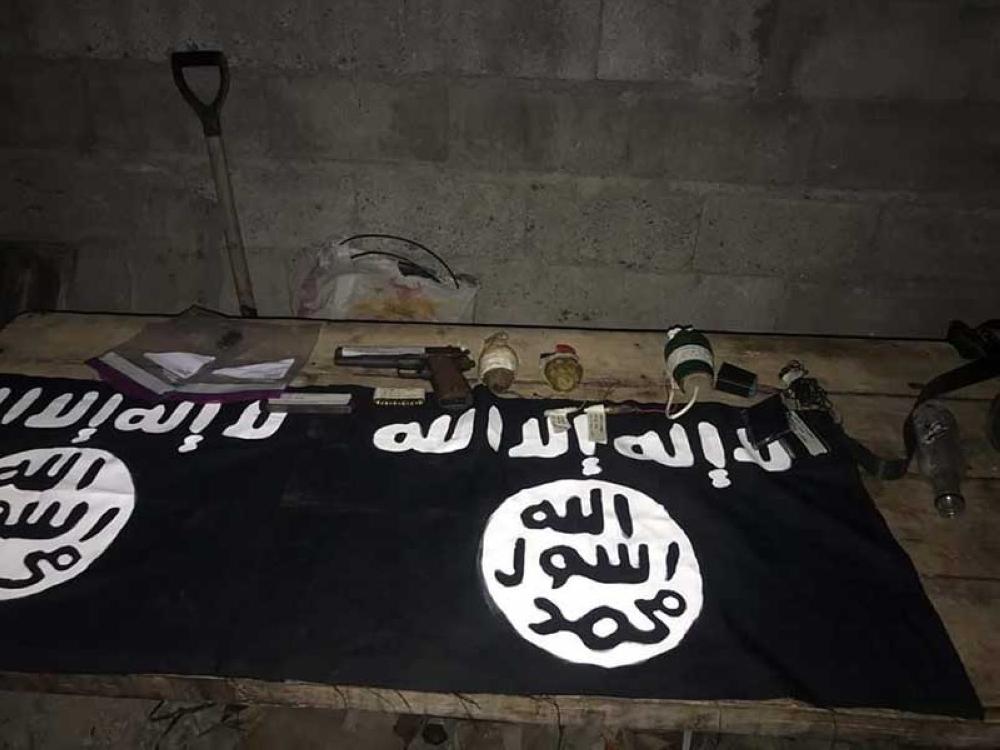 MGA ebidensya nga nakuha sa otoridad human mapatay ang mag-suong giingong kaanib sa Islamic State of Iraq and Syria. (Orlando Dinoy)
