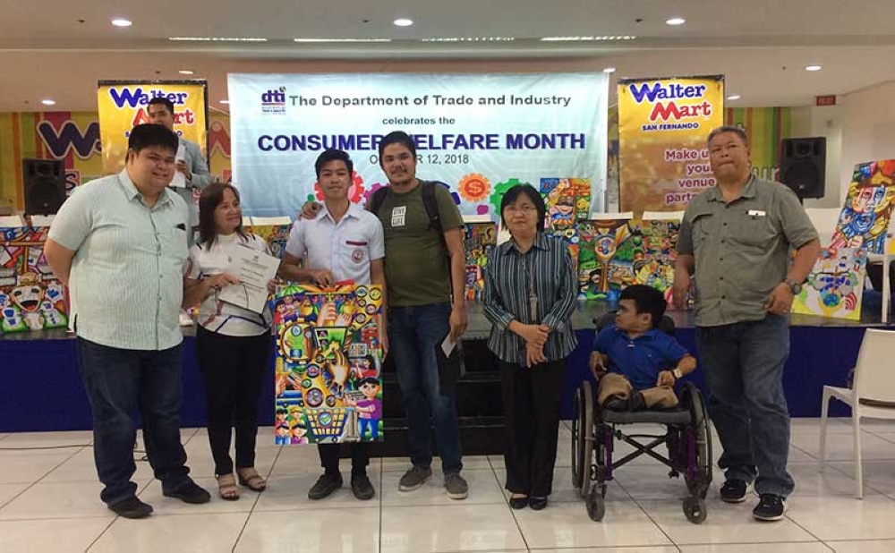PAMPANGA. Grade 11 student Mark Jerome Vidal of San Juan High School successfully defends his title in the Consumer Welfare Month provincial on-the-spot poster making contest of Department of Trade and Industry Pampanga. (Photo contributed by DTI)