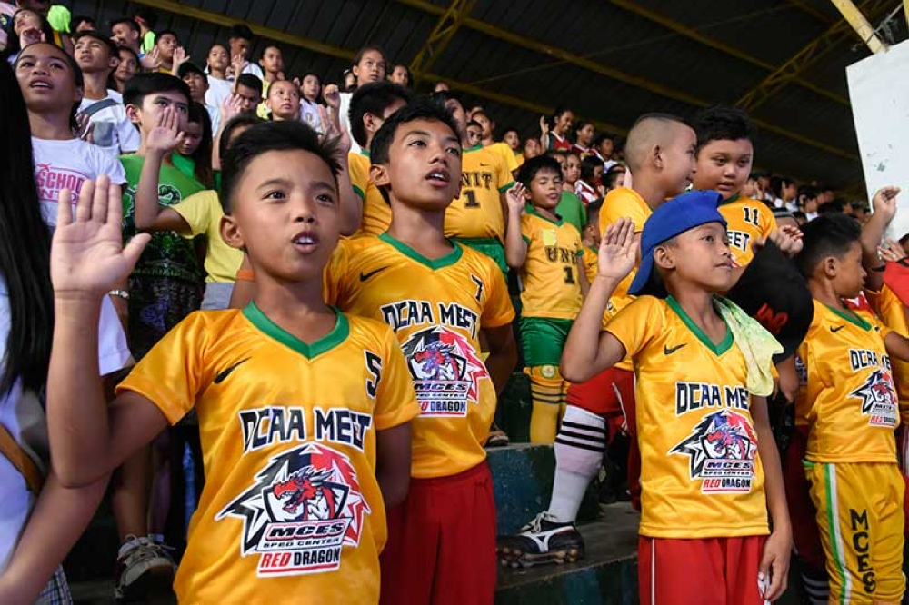 OATH. Athletes take the oath of amateurism during the opening ceremonies of the Davao City Athletic Association Meet 2018 on Monday afternoon, October 15, at Davao City National High School multi-purpose hall. (Mark Perandos)