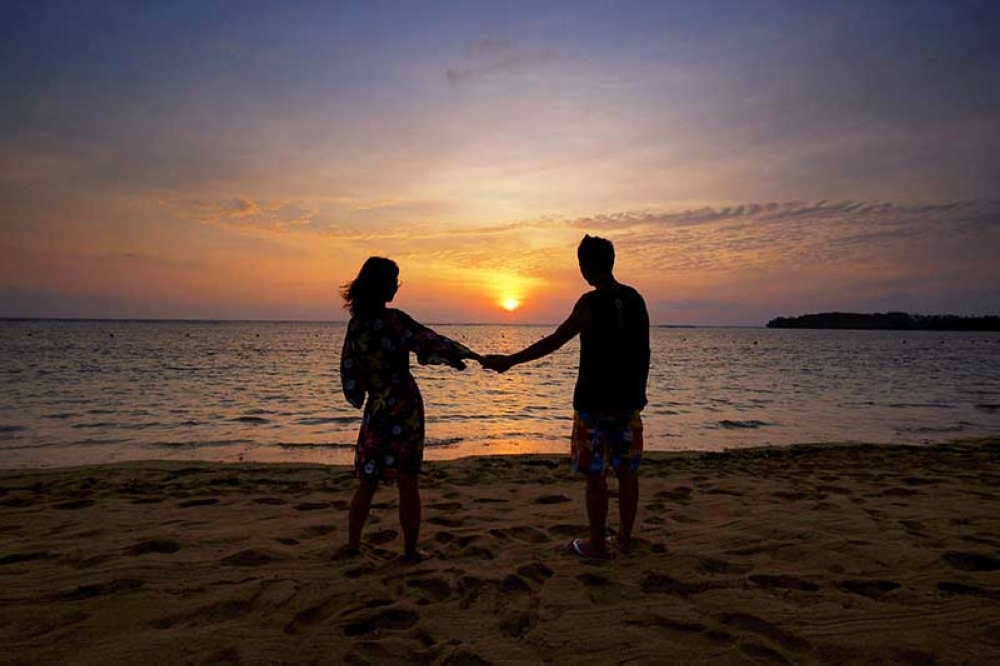 Sunrise in Nusa Dua Beach Hotel (Photo by Jojie Alcantara and Rose Razon)