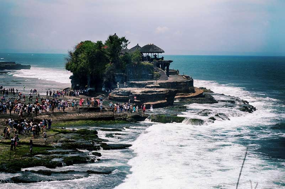 Tanah Lot Temple. (Photo by Jojie Alcantara and Rose Razon)