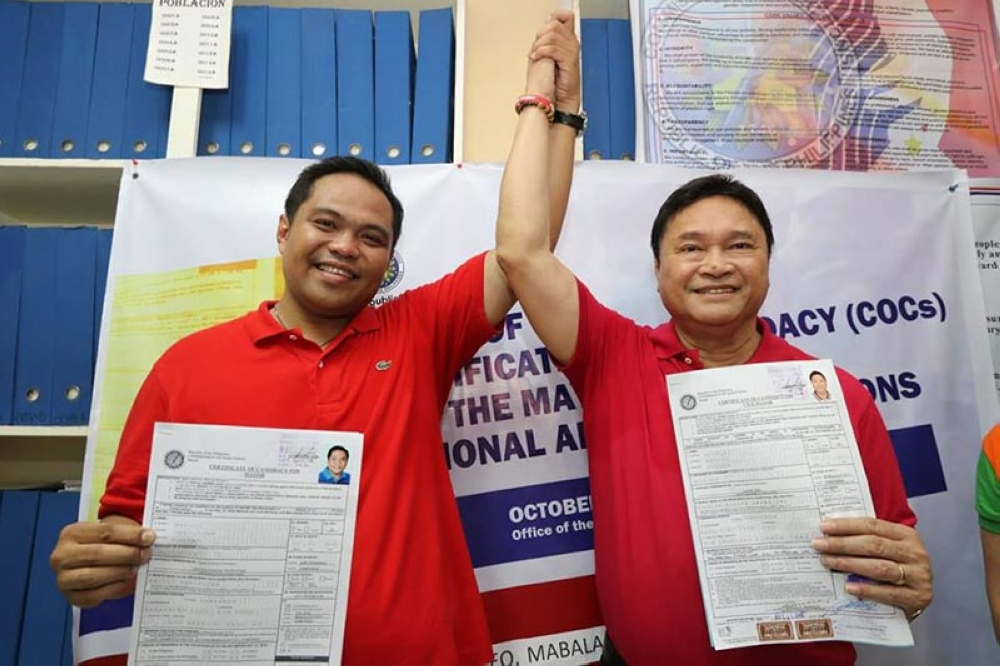 PAMPANGA. Mabalacat City Vice Mayor Christian Halili and former mayor Marino Morales filed on Tuesday, October 16, their certificates of candidacy before the City Comelec office. (Chris Navarro)