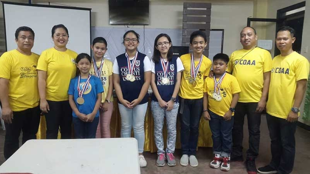 CAGAYAN DE ORO. DepEd-10 arbiters flank the Cagayan de Oro qualifiers to the coming regional chess meet. From left: Canino, Garcia, Carrasco, Escarda, dela Rama and Tabacuan. Not in photo are the XU secondary boys pair of Yulo and Espiritu. (Lynde Salgados)