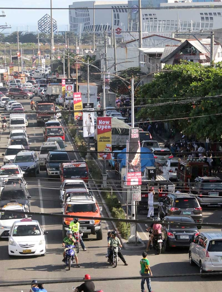 SOMETHING GOOD OUT OF IT? The heavy traffic has led tour operators to scrap twin city tours, as travel from Cebu City to Mactan takes too long. Tourism stakeholders have found that tourists are now extending their stay to explore more of Cebu. (SunStar file photo)