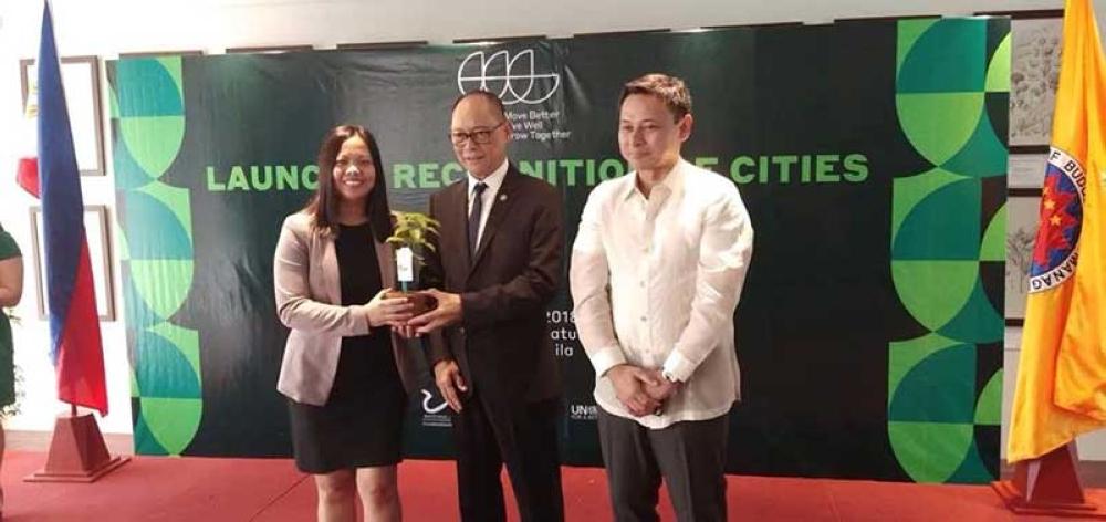 PAMPANGA. Budget Secretary Benjamin Diokno and Senator Sonny Angara extend the green award to City Engineer's Office OIC Anele David for San Fernando's sustainable greening projects. (Photo contributed by CSF-CIO)